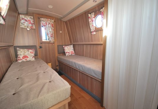 Aramanda - 60ft Cruiser Stern - Suitable liveaboard or continuous cruiser narrowboat 10